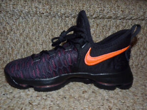 KD9 Size 6Y Athletic Shoes