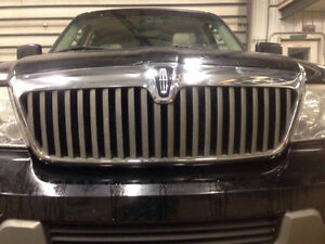 Grille for 03-06 Lincoln Navigator London Ontario image 1