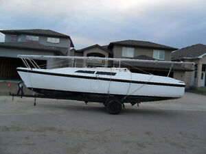 MacGregor 26 D Sailboat and trailer