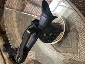 Canon C100 m2 body and 2 batteries for Sale