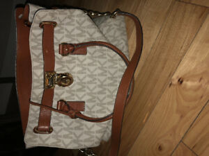 Michael Kors authentic purse. In really good condition.