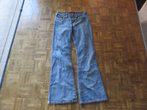 Ladies jeans- Sizes and brands in description
