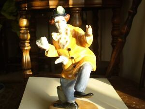 "Royal Doulton Figurine - "" The Clown "" HN2890 Kitchener / Waterloo Kitchener Area image 2"