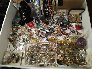 $$$$ JEWELRY & Other Stuff $$$ ALL TYPES $$$$  PAYING CASH