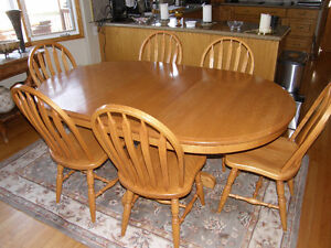 Canadian Custom Made (Zimmercraft) Oak Table & Leaf & 6 Chairs