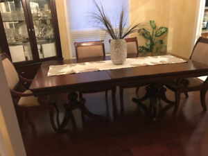 Beautiful wooden dining room set with 6 chairs