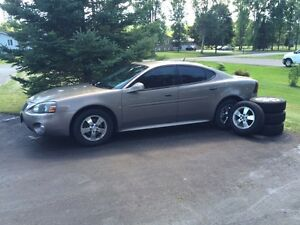 2006 Pontiac Grand Prix w/ snow tires