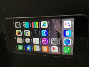 iPhone 5s bell virgin  almost like new 16gb