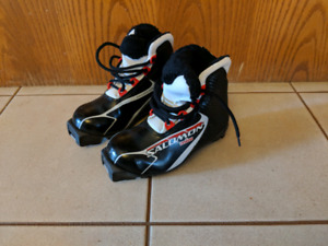 Kids size 31.5 x-country ski boots