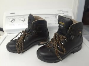 189381237aa Hiking Boots | Buy New & Used Goods Near You! Find Everything from ...