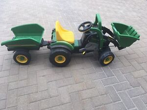 Kids pedal John deere tractor and trailer