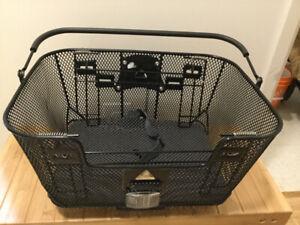 Panier de transport pour petit chien neuf avec adapteur pour vel