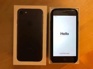 iPhone 7 32 GB AppleCare+ MINT condition unlocked!