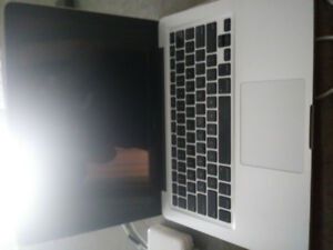 Used 2006 Mac Book Pro only 250$