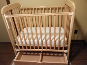 Baby crib, compact model, with under drawer