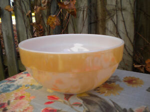 FIRE KING/ANCHOR HOCKING USA PEACH LUSTRE LARGE BOWL
