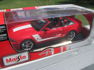 2010 Mustang Roush 427 Convertible Diecast Toy New In Box 1:18