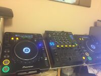 Set of 2 x Pioneer CDJ1000MK3 and DJM800 mixer with heavy duty Flight Case