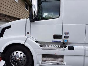 2015 Volvo 670 Semi-truck
