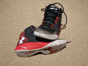Boys Under Armor Basketball Shoes