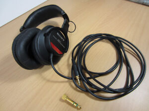 Sony MDR-V7 Headphones Studio Monitor, RARE Original, Like-New