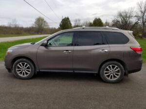 2014 Nissan Pathfinder SV - One Owner With Many Extras