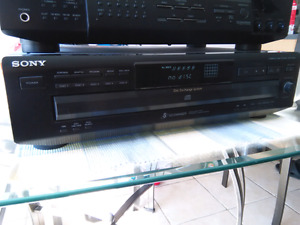 Sony compact disc player CDP-CE215 MINT SHAPE