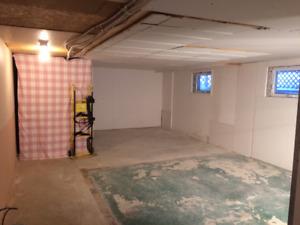 Entrepôt Vimont 750 pied carré sous-sol 4 plex  15' X 50'