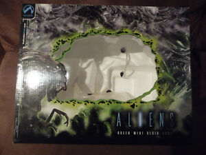 Alien Queen Limited  Bust West Island Greater Montréal image 8