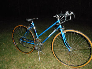 BEAUTIFUL VINTAGE LADY'S SUPERCYCLE ROAD BIKE