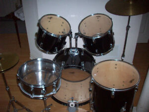 DRUM SET  --  FULL SETUP  --  LIKE NEW