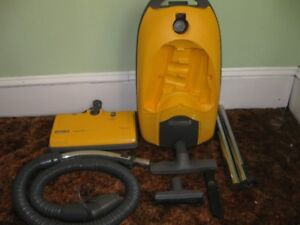KENMORE VACUUM CLEANER COMPLETE WITH 1 YEAR WARRANTY
