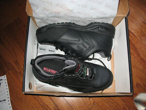 New Size 10 Wolverine Safety Shoes - Welland