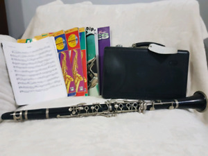 Clarinet (B Flat) with Hard Case and Sheet Music/Books