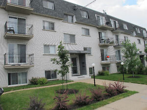 2 Chambres-2 Bedrooms, For Rent, 3795 Rue Rocheleau,Saint-Hubert