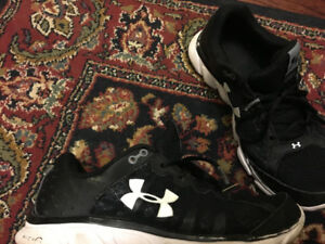 Under Armour runners Youth size 8.5