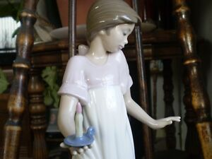 "NAO Lladro Figurine- "" To Light The Way "" #1155 Kitchener / Waterloo Kitchener Area image 4"