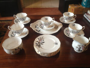 "Royal Albert ""Queen's Messenger"" 19 Piece TeaSet (No Teapot)"