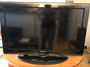 """Selling 32"""" Toshiba TV -NO REMOTE included-"""