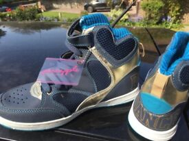 Great present BRAND NEW Pineapple Dance Hightops size 3 age 9-14 approx