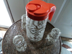 Vintage Tang Glass container with 3 Glasses