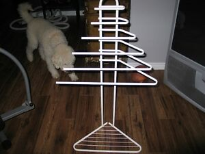 White floor steel tube towel rack Kawartha Lakes Peterborough Area image 1