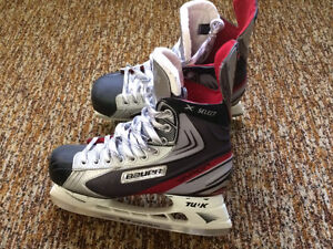 Moving sale!!95% new men's Bauer hockey skates size 272 for $90