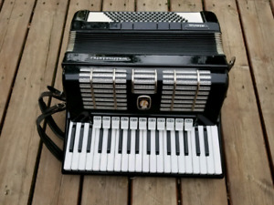Weltmeister Diana Accordion w/ Case