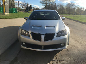 2009 Pontiac G8  Sedan with (two sets of tires and rims)