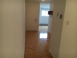 3 1/2 A LOUER FOR RENT BROSSARD 'A'
