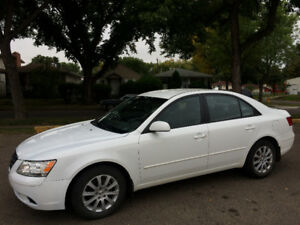 2010 HYUNDAI SONATA WITH ONLY 99,000kms, EXCELLENT CONDITION