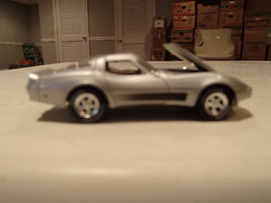 Loose Greenlight AUCTION BLOCK 1982 CORVETTE - Silver