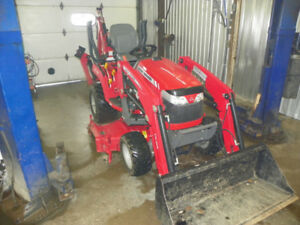 TRACTOR   2015    252HRS.