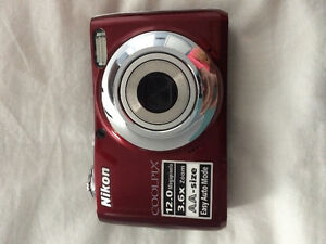 **NIKON COOLPIX 12MP ** NEG